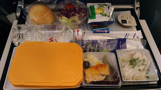 NH834便機内食